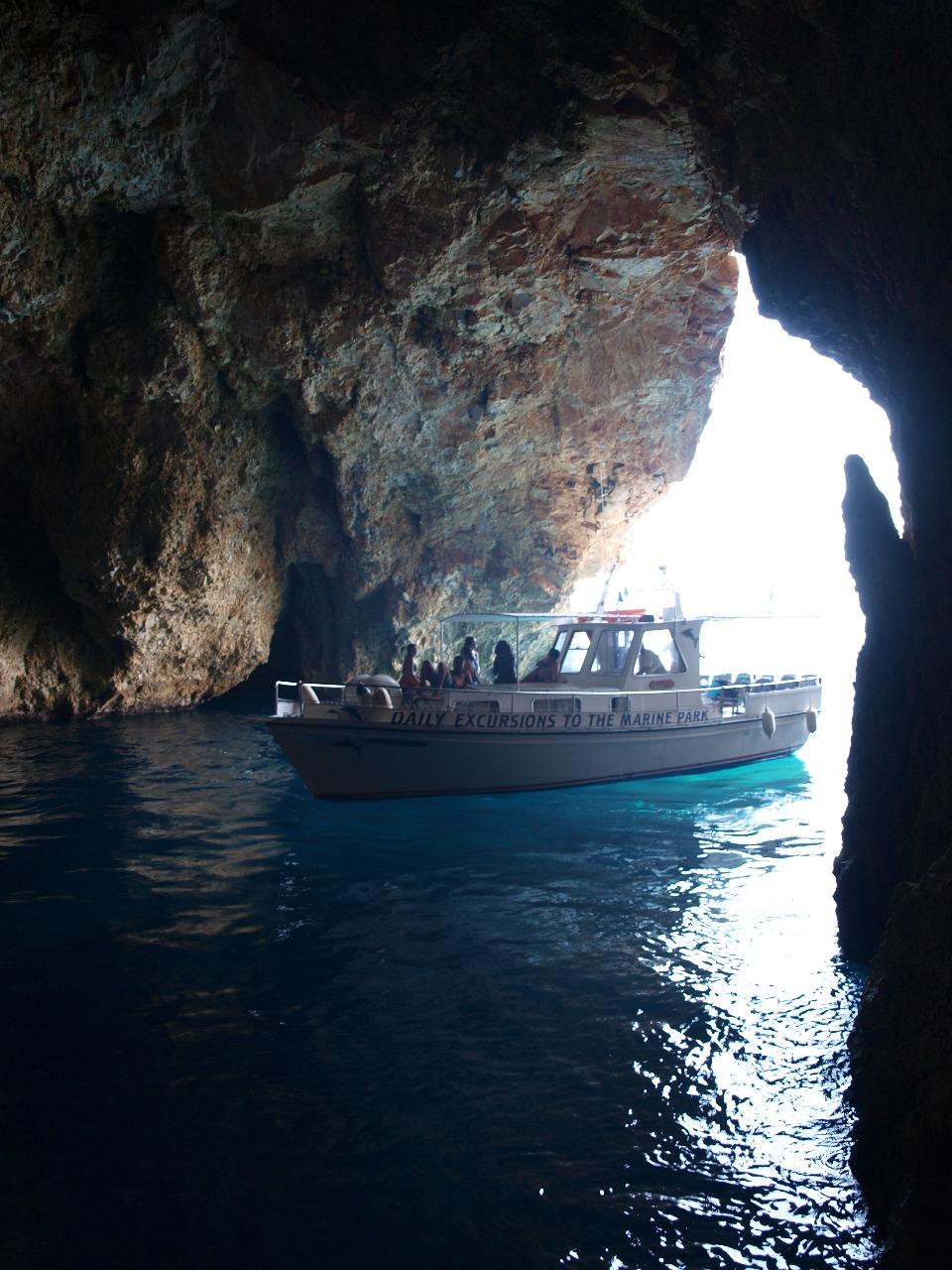 Γιούρα - σπήλαιο του Κύκλωπα.