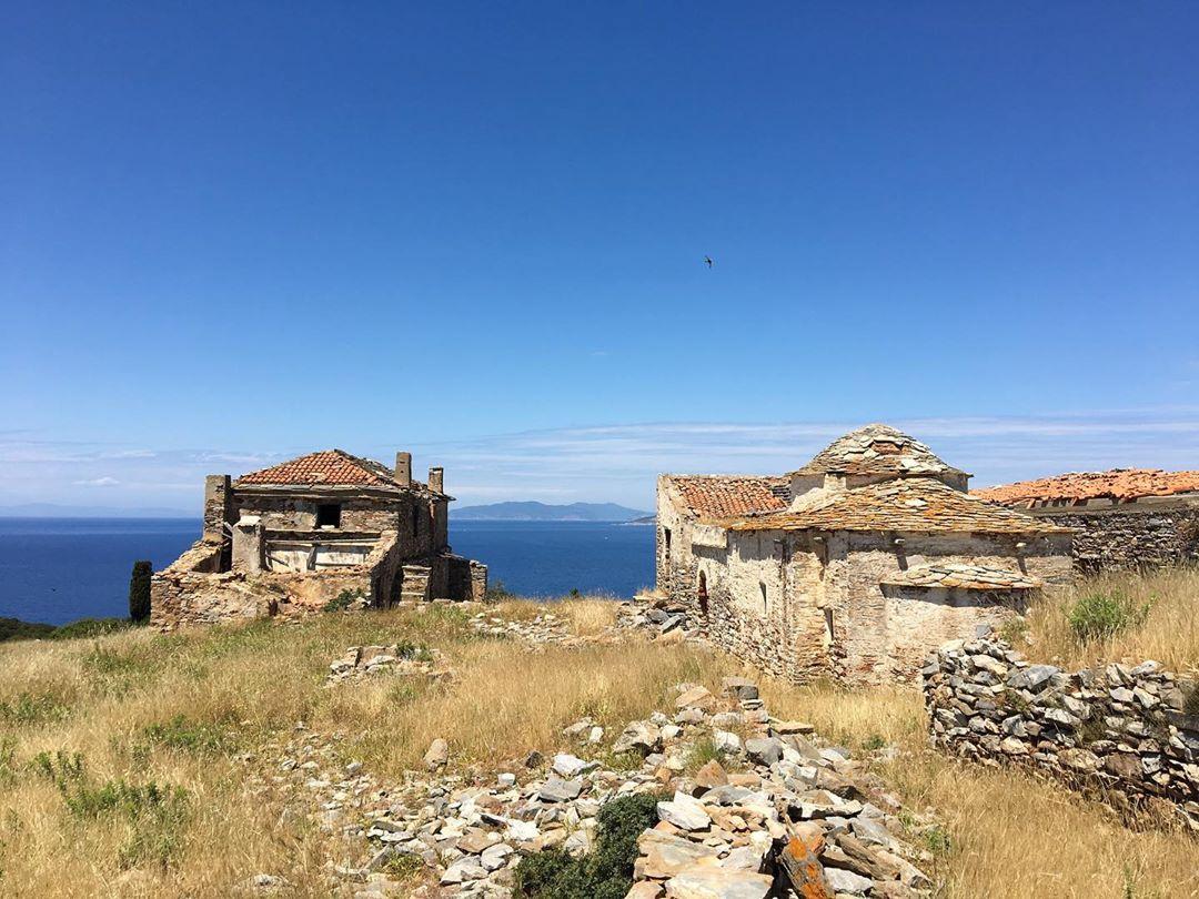 Σκάντζουρα - εγκαταλελειμένο μοναστήρι