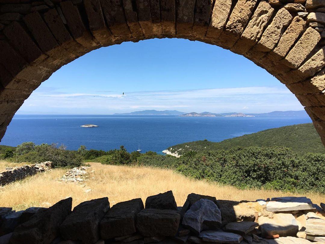 Σκάντζουρα - θέα από το μοναστήρι